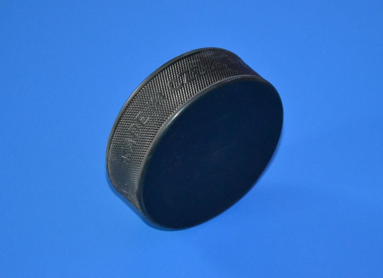 Hokejový puk seniorský - oficiálne  7b1f12ff35